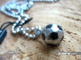 Ball pendant for the footballer