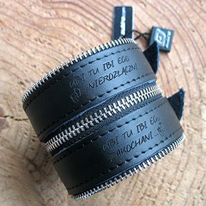 Grawer na skórzanej bransoletce