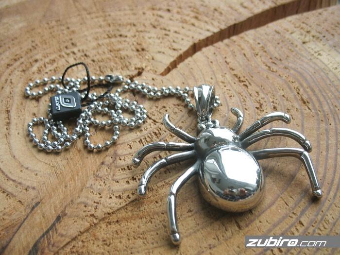 gigantyczny pająk zawieszka męska