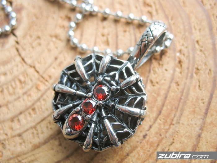 pająk na pajęczynie i koronie męska biżuteria