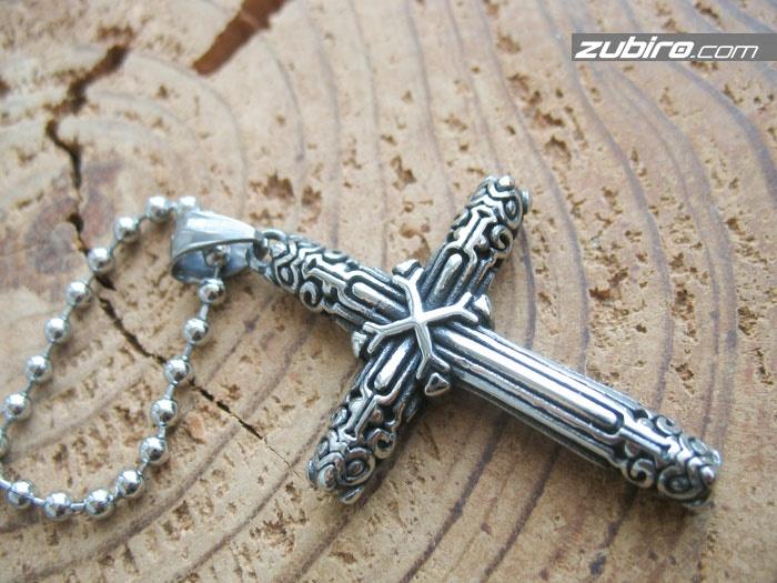 krzyż ze zdobieniami