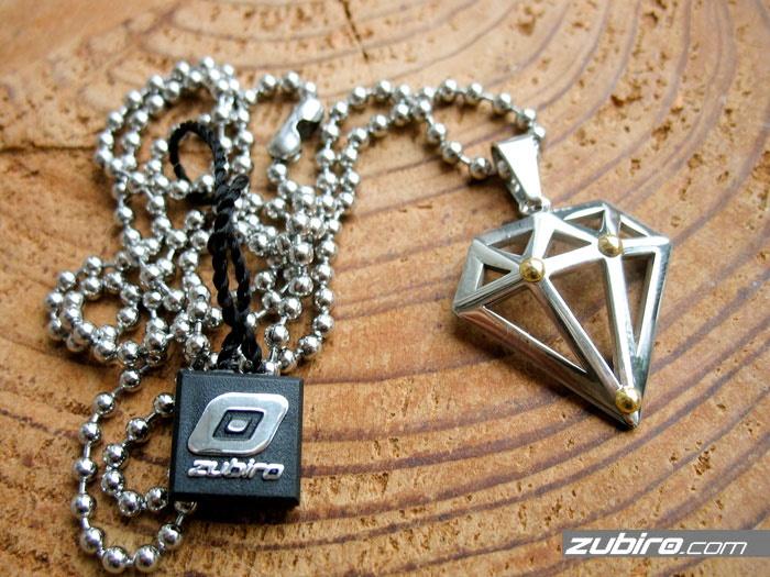 Zawieszka w kształcie diamentu