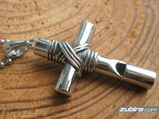 Krzyż duży z gwizdkiem zawieszka męska
