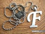 naszyjnik litera F