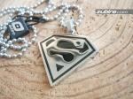 zawieszka ze znakiem Supermena na prezent